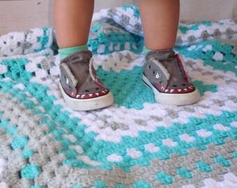 Crochet baby blanket, Turquoise baby blanket - turquoise crocheted blanket - turquoise gray and white baby afghan - granny square blanket -
