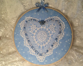 """SALE!!! Quilted 10"""" hoop, shabby chic hoop, home decor hoop art, girl's room, wall hanging, bedroom wall art, 8"""" heart doily, feminine, quil"""