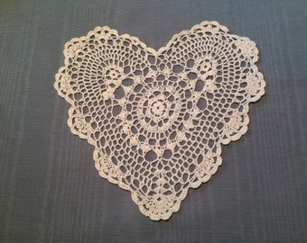 "SALE!!! 9"" heart doily,  Wedding Table Doily, White heart doily,  crochet doily, shabby chic, farmhouse chic, country cottage, clothing appl"