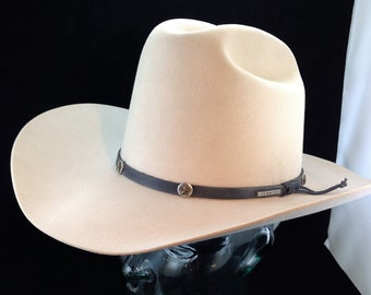 77cc772cc38 Vintage Stetson 4X Beaver Cattleman s Style Cowboy Hat Creme Color with  Starred Leather Band and Pin Size 7 1 8 02261