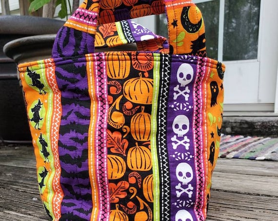 Medium Halloween Tote, Trick or Treat Bag, Fall Decor, Fall Market Bag, Halloween Decor,  Fall Gift Bag, Fall Gift Basket , Fall Fabric Bowl