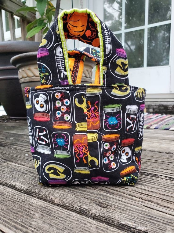 Small Halloween Tote, Trick or Treat Bag, Fall Decor, Fall Market Bag, Halloween Decor,  Fall Gift Bag, Fall Gift Basket , Fall Fabric Bowl