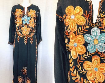 63f10a054a6 1970s Vintage Embroidered Floral Caftan Dress Tunic Floor Length