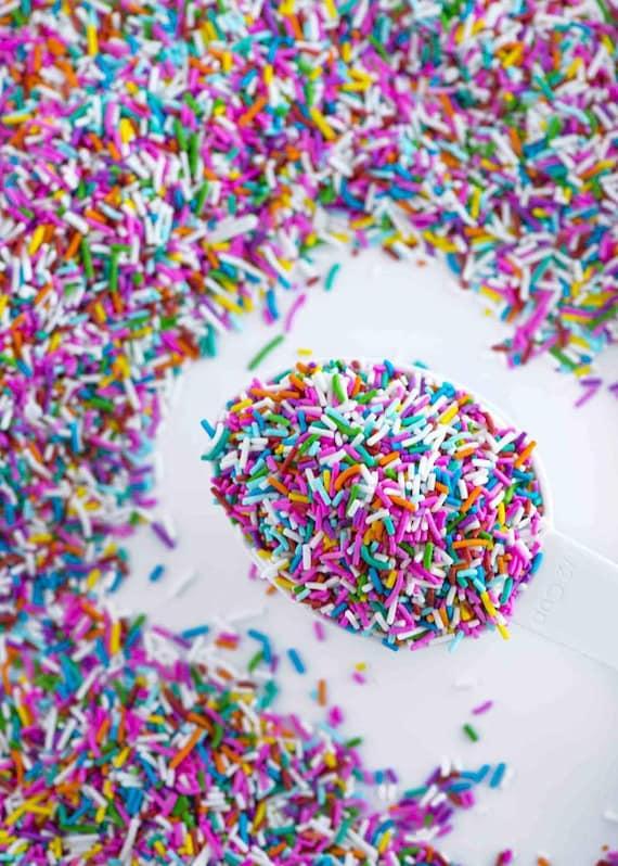 Cookie Sprinkles Bright RED Sweetapolita Sprinkles FAST SHIPPING!! Cake Sprinkles Crunchy Jimmies Sprinkles Red Mix Sprinkles