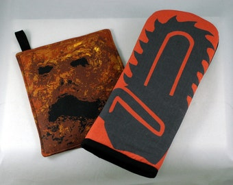 Chainsaw oven mitt + Necronomicon pot holder kitchen set/Quilted saw for your stump/Book of the Dead trivet/Horror Fan Kitchen Gift Set