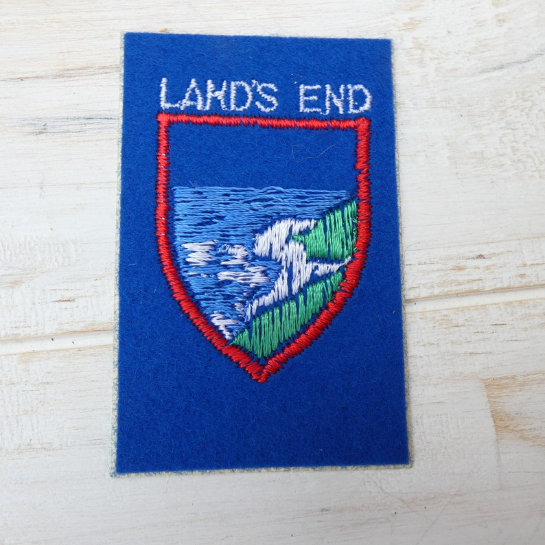NOVELTY BACKPACKERS FLAG SHIELD SEW IRON ON PATCH: LAND/'S END CORNWALL