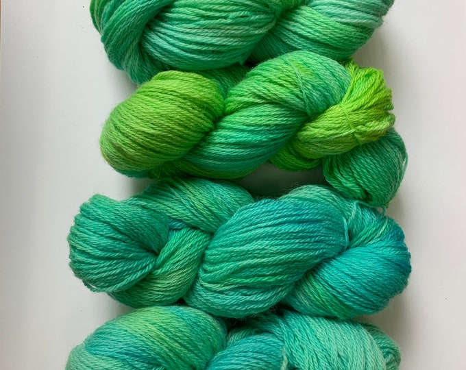 Turquoise and green Wool Yarn - Worsted Weight 3 ply - Hand dyed