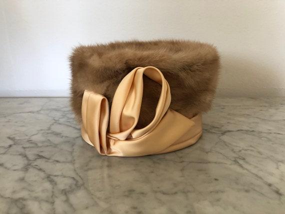 Vintage 1960's pillbox hat. Vintage mink fur and s