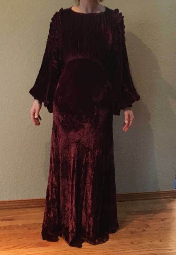 1930's Silk Velvet Gown with Accessories - image 3