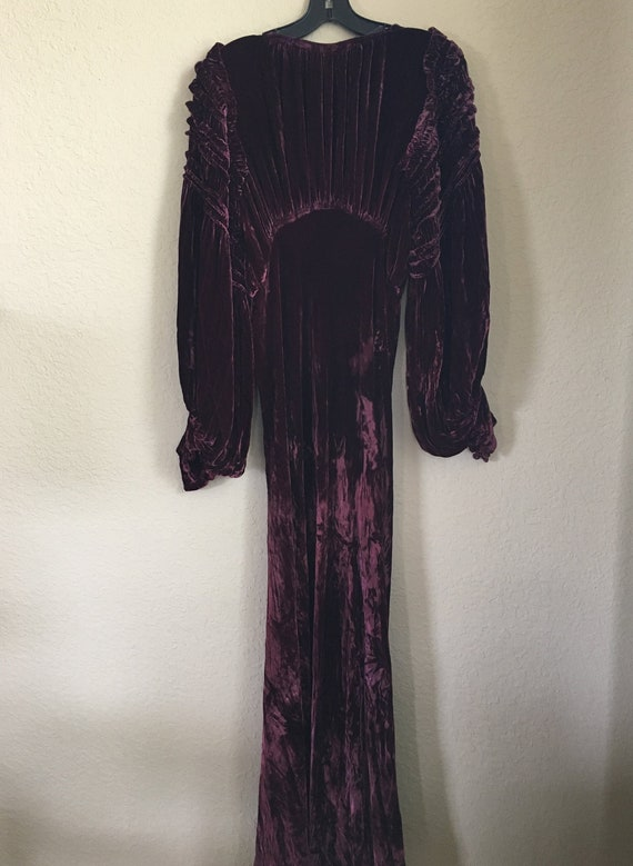 1930's Silk Velvet Gown with Accessories - image 2