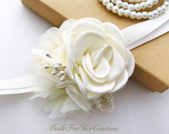 Ivory wedding Corsages, rustic Wrist Flower, Wrist Corsage, rustic Wedding Corsage, Ivory Corsage, Wedding Wrist Band, Prom Corsage