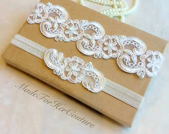 Sale Ivory Lace Garter, Wedding Garter Set, Lace Garter, Vintage Garter set, Keepsake Garter set, lace bridal garter, pearl lace garter