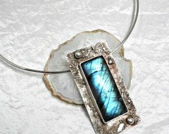 Labradorite contemporary silver pendant necklace, design and imposing necklace, natural stone with blue reflections
