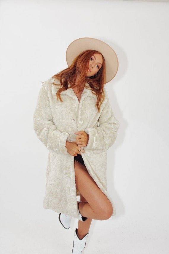 Vintage Cream Faux Fur Coat || Vintage Cream Faux