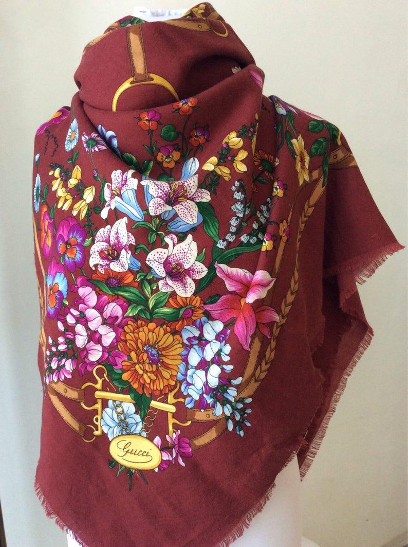 Gucci scialle pareo lana maxi foulard flora xxl  d13dded7336e