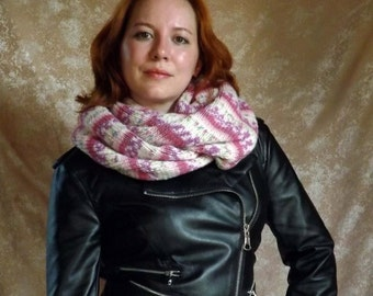 INFINITY SCARF, SNOOD, a wide ring of knitted material worn as a hood or scarf, infinity scarf