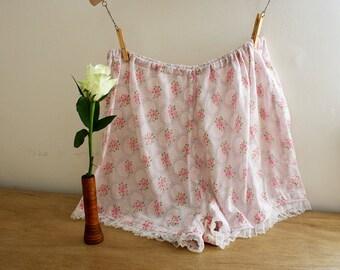 1940s Floral Tap Pants / 40s Panties / Cotton Knickers / Size Large / Lace Hem / Elasticated Waist / M  L XL