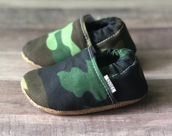 72c8705552fb43 Personalized baby shoes, baby shoes, camo baby moccasins, camo toddler  moccasins, baby moccs, baby shoes