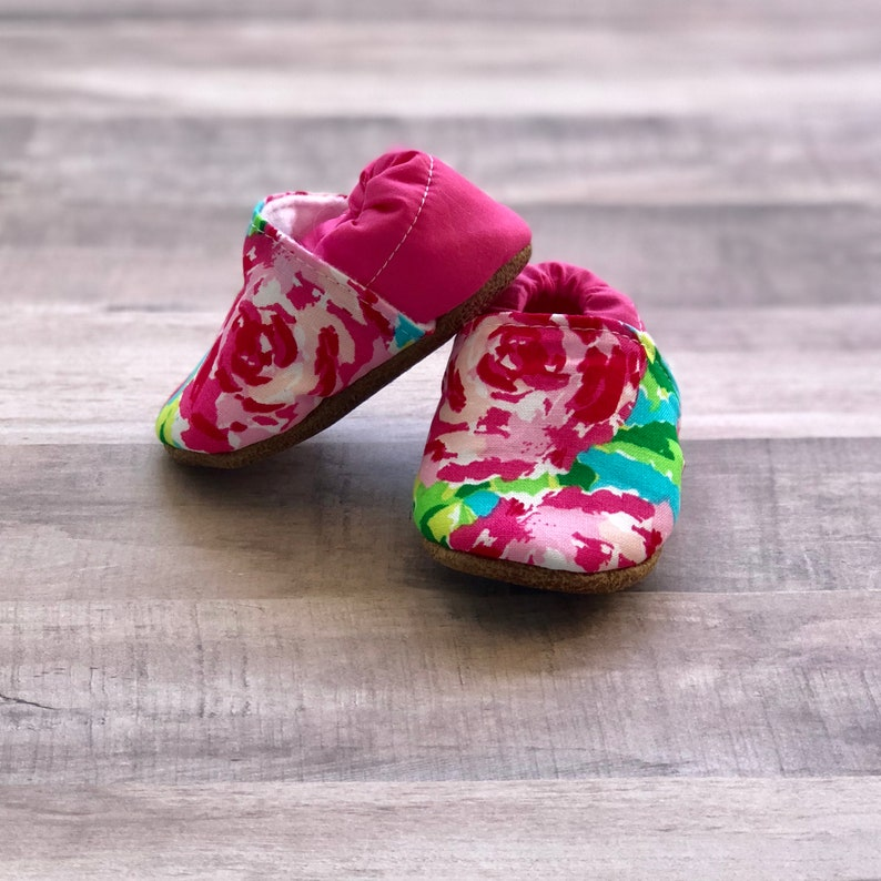 Trendy Baby Moccasins  Fuchsia Floral image 3