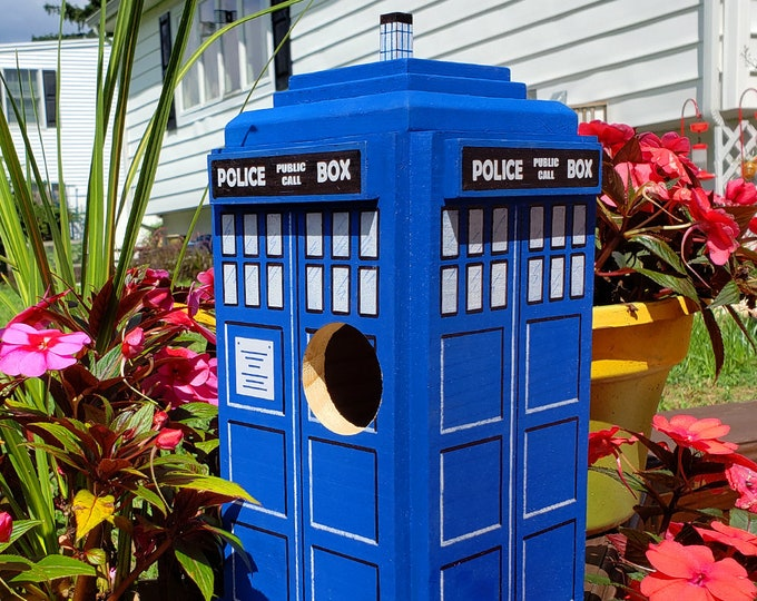 Featured listing image: British Police Box Doctor Who TARDIS Bird House