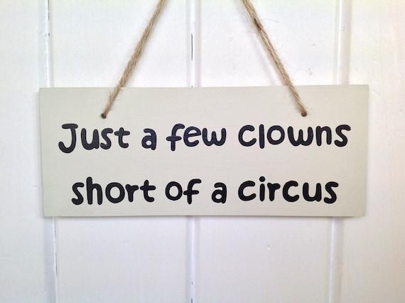 Panneau en bois plein d humour quelques clowns court un cirque