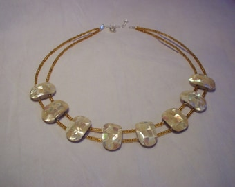 Necklace beige oval pearls