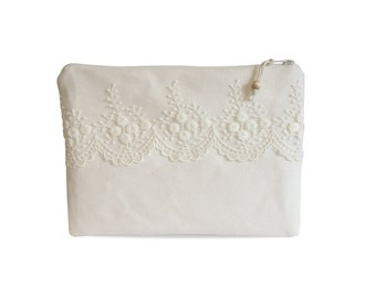 Clutch, canvas white with lace No. 5