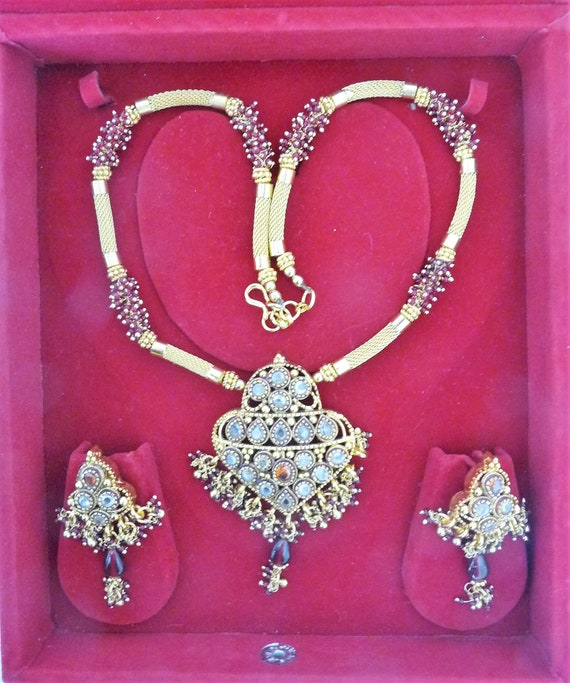 Antique Kundan  Set with Red bead-work. Heart Shap