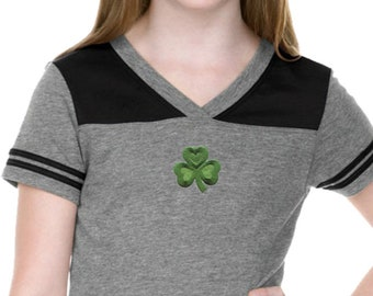 Girl's St Patrick's Day Shamrock Patch Middle Print Football Tee 695794-MP-GJP0604
