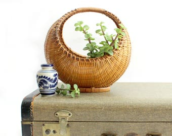 Half Moon Shaped Basket, Woven Wicker Basket/Bowl
