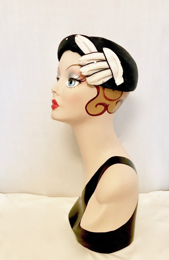 Vintage 40s Black and Cream Straw Hat   VG4007