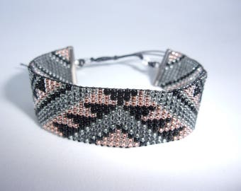 """Java"" bracelet made of weaved seed beads"