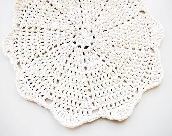 Doily Crochet Rug LUULO / Boho Area Rag / Chunky Crocheted Carpet / Shabby Chic / Cottage Style - Off-White