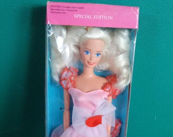 Mattel Valentine Red Romance Barbie vintage New in box Special Edition