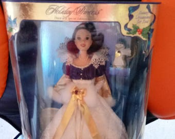 Holiday Princess Snow White Doll vintage New in box