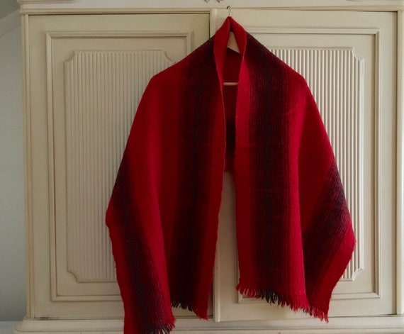 Vintage hand woven wool scarf // Red scarf // Blan