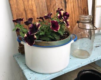 Vintage Enamelware Pot - White Enamelware - Country Kitchen - Farmhouse Style - Farmhouse Kitchen - Vintage Kitchen
