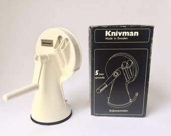 vintage kitchen utensils: bean slicer Knivman made in Sweden suction foot stainless steel original box 70's