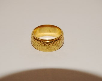 14k Made Of Solid Textured Yellow Gold Heavy Wedding Band.