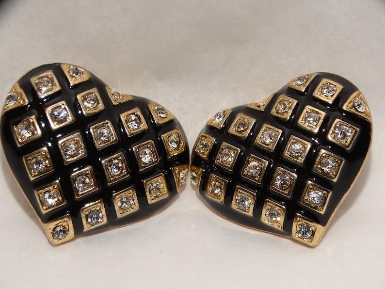 Gold Tone Black Enamel /& Rhinestone Heart Clip On Earrings.