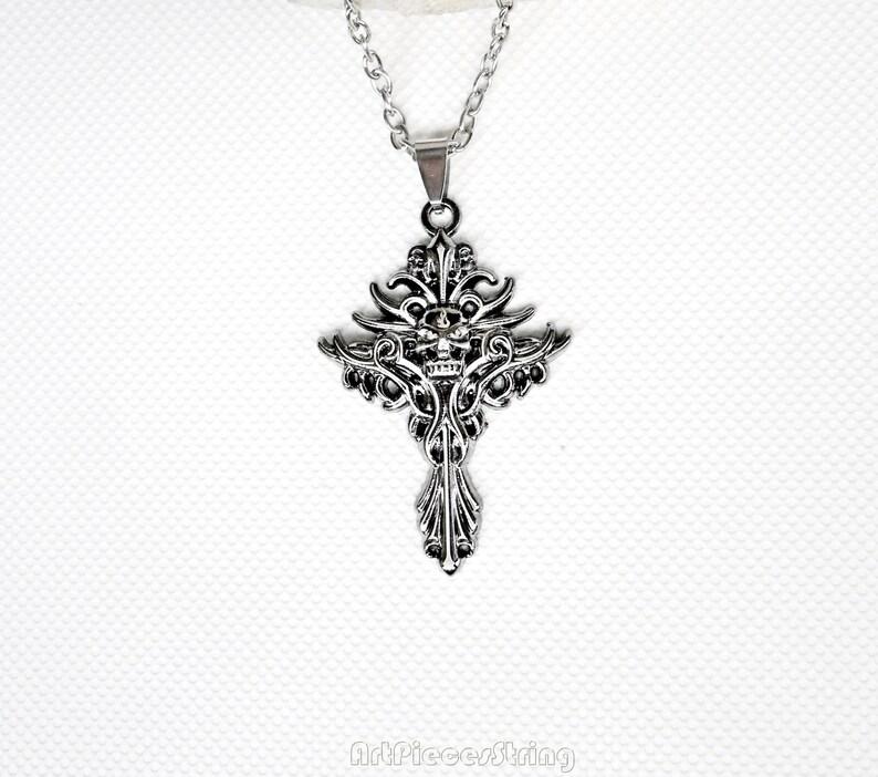 7aec47bf8456 Collier gothique Croix épines occulte bijoux collier noir