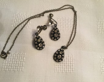 Vintage Clear Rhinestone on Black Jewelry Set     Vintage Screwback Earrings and Necklace Set