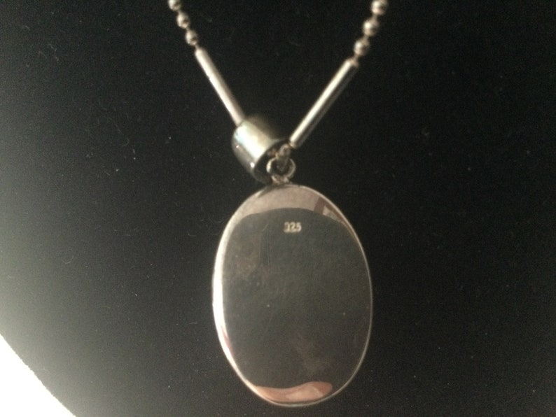 Vintage STERLING SiLVER LOCKET   Marked 925 Locket and Chain