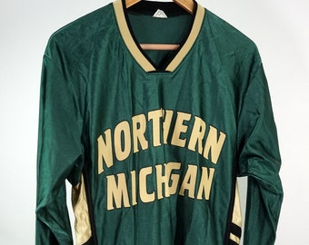 59eadd3a8 Northern Michigan University Wildcats Basketball Shooting Shirt Ladies  Medium