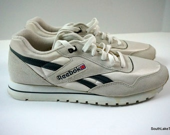 426090f03d71e9 Vintage Reebok Classic Nylon White Grey 10 US 9.5 UK 44 EU Men s Running  Shoes