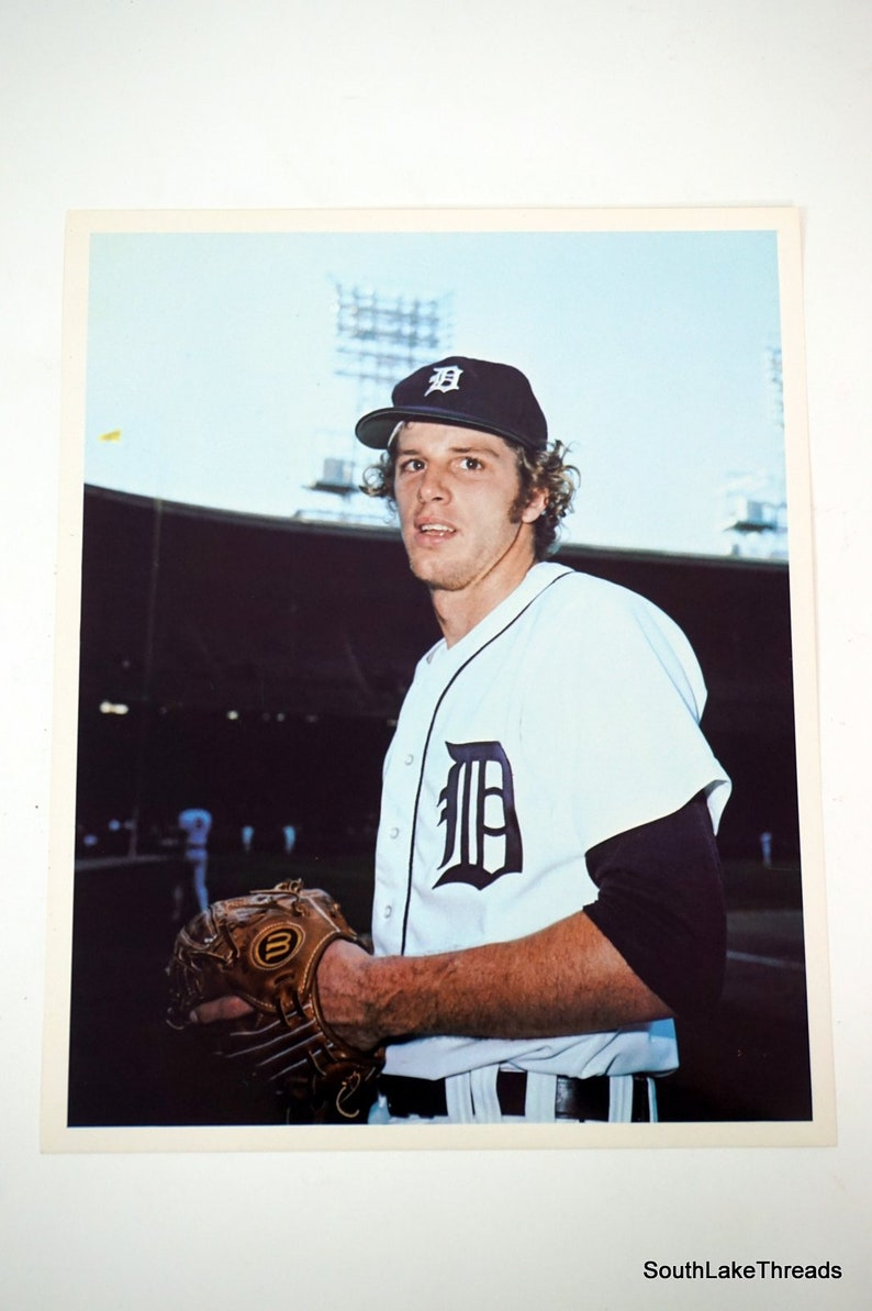 Vintage 1970s Mark Fidrych Signed 8 x 10 Glossy Color Photo image 0