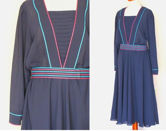 Beautiful Vintage Long Sleeved Navy Chiffon Dress / Size 18