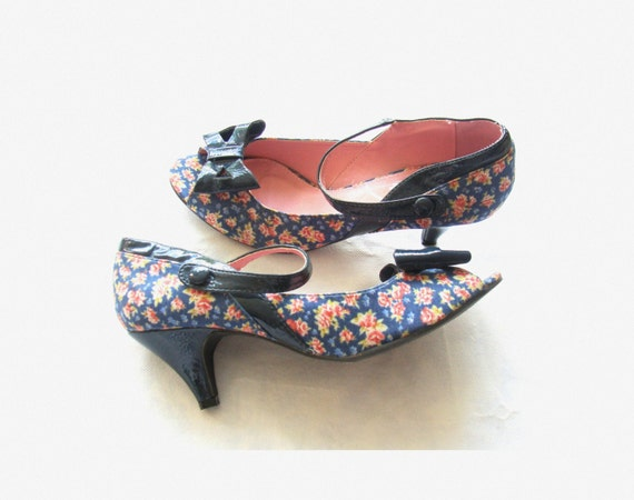 Lovely Vintage 1950's style Floral Mary Janes Sandals / size 39 Repro