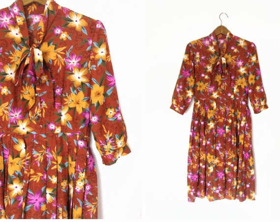 Vintage Rust Coloured Floral Print Pleated Dress / size M