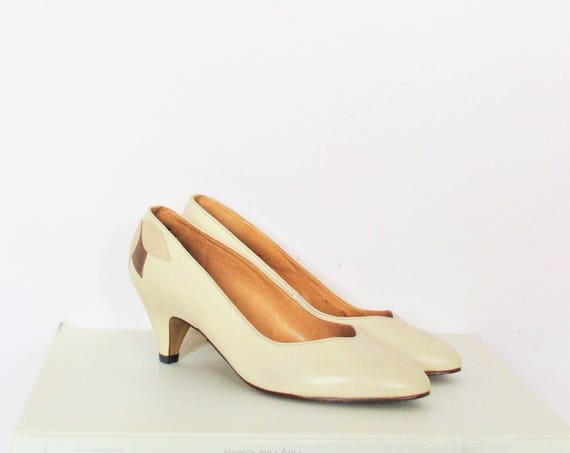 Vintage Leather Pumps Cream Coloured Low Heels / Size UK 5